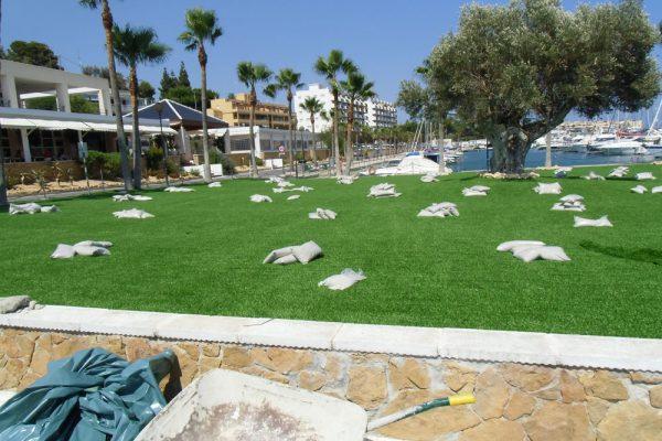 Entretien de jardins en gazon synthétique décoratif